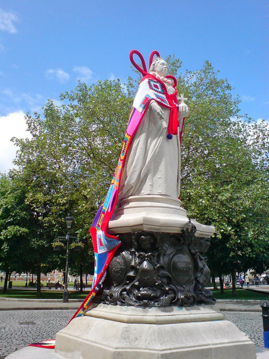 Queen Victoria statue dressed in yarn bomb cloak.