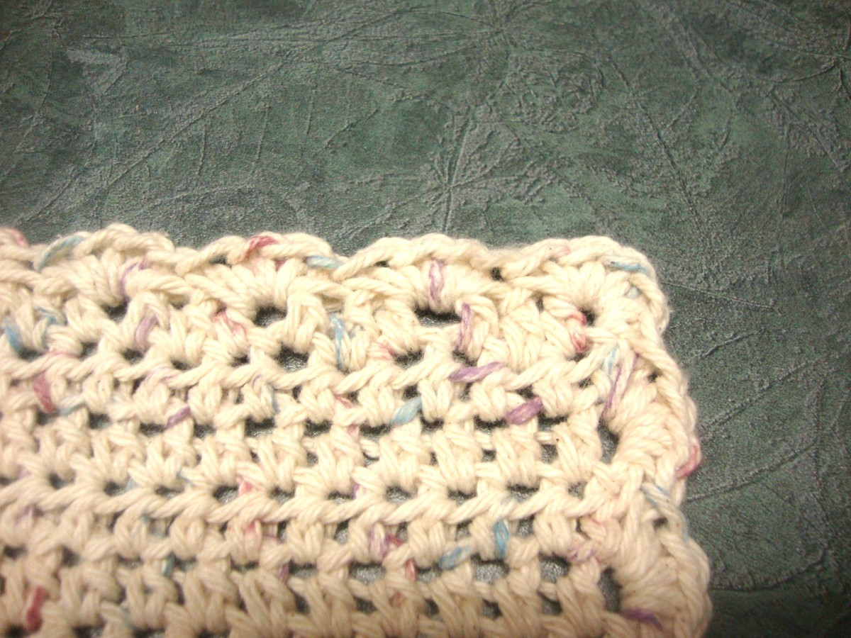 how-to-make-a-crocheted-dishcloth-with-pretty-scalloped-edging