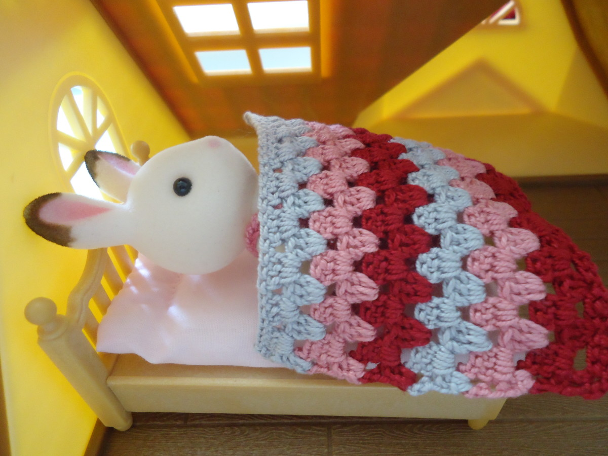Granny Stripe Blanket used on top of an original Sylvanian Families bed.