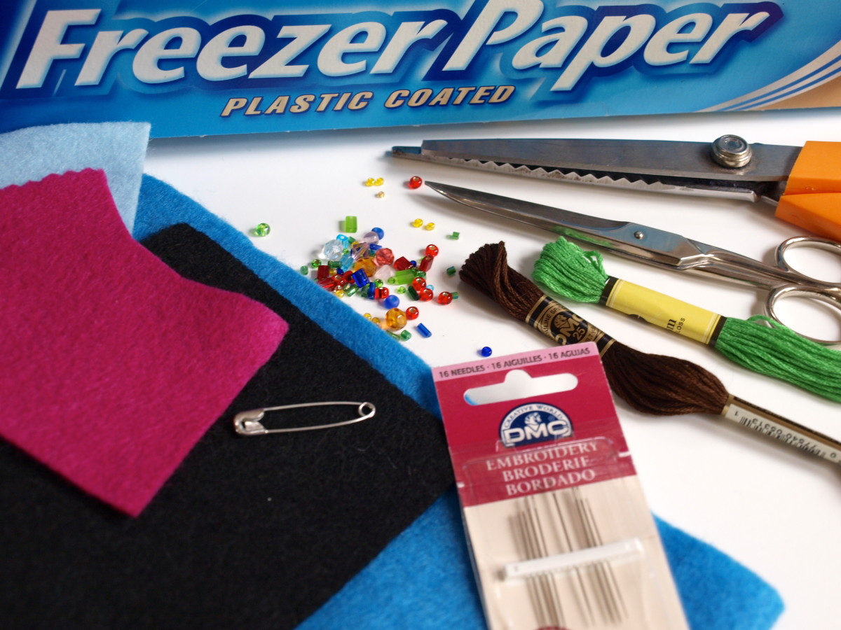 Supplies for your felt brooch.