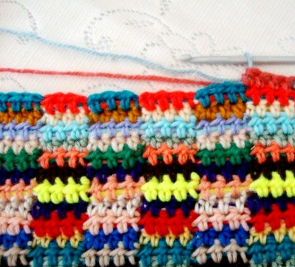 PULLING UP NEXT COLOR--pull next color (blue) through the remaining three stitches of your fourth HDC (rust)