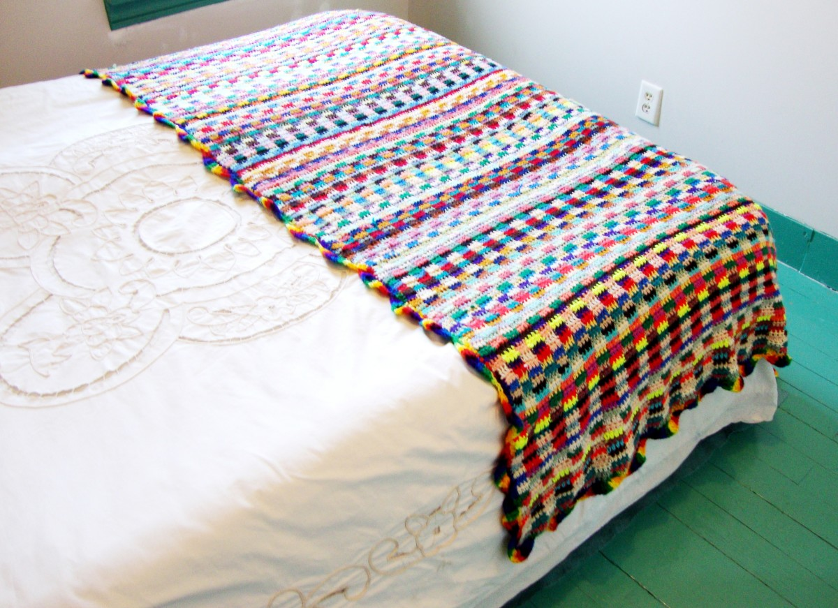 The finished scrapghan—I had to try this out on a bed to see how it looked.