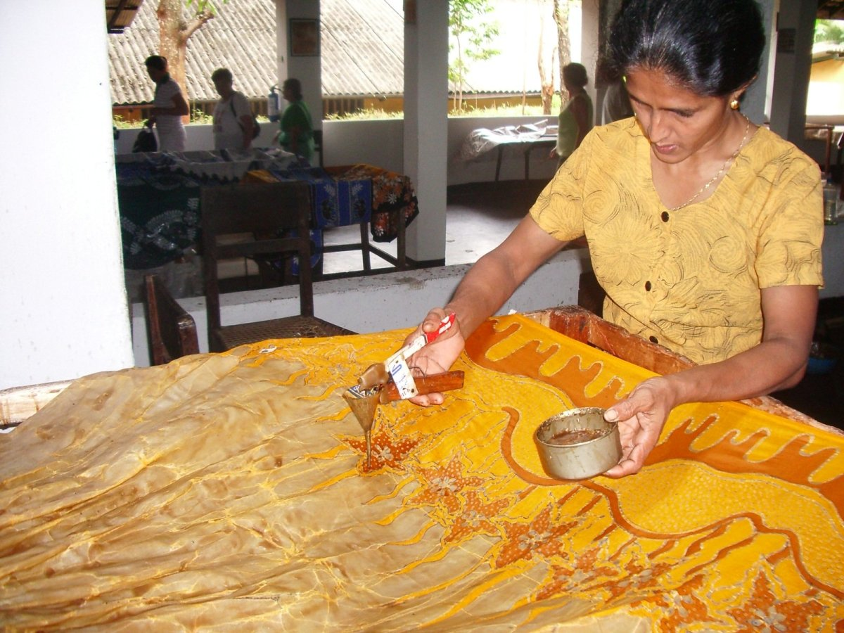 You can also apply the color directly, as if you're painting the fabric.
