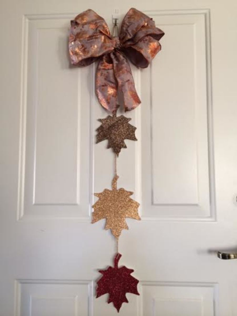 Fall leaf door hanging