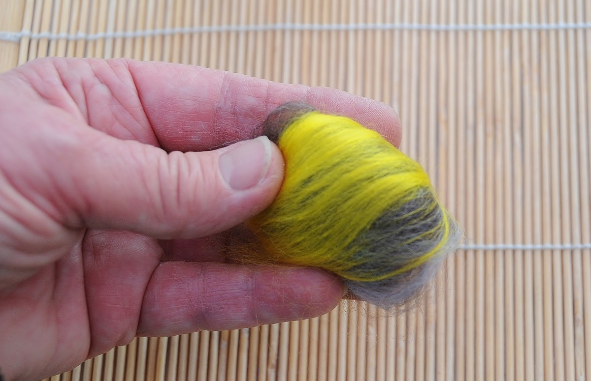 Tuck in the loose wool to form a round ball
