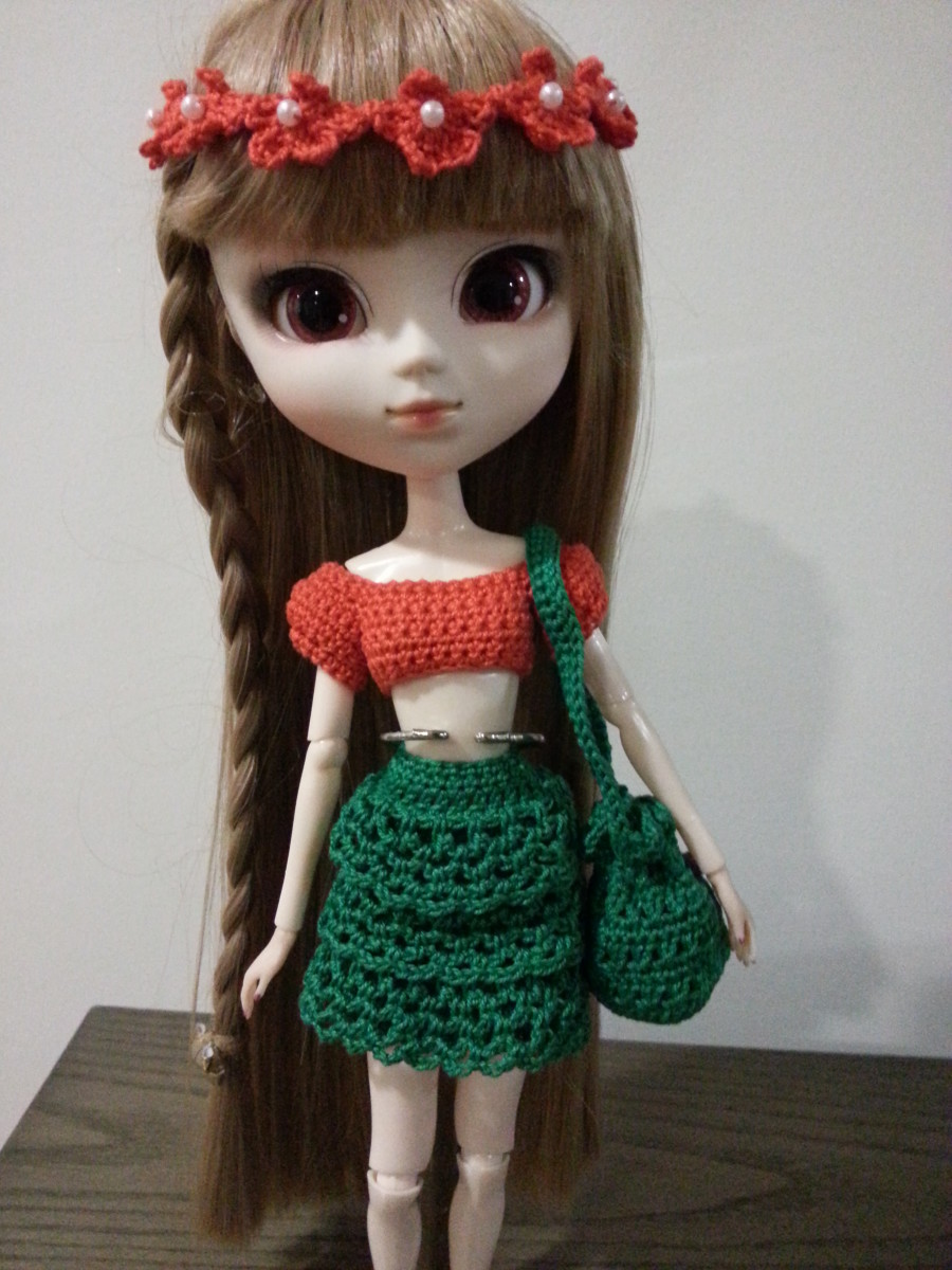 Pullip ready to go to the beach with her new look. Bringing along her Bikini Bag containing her Bikini.