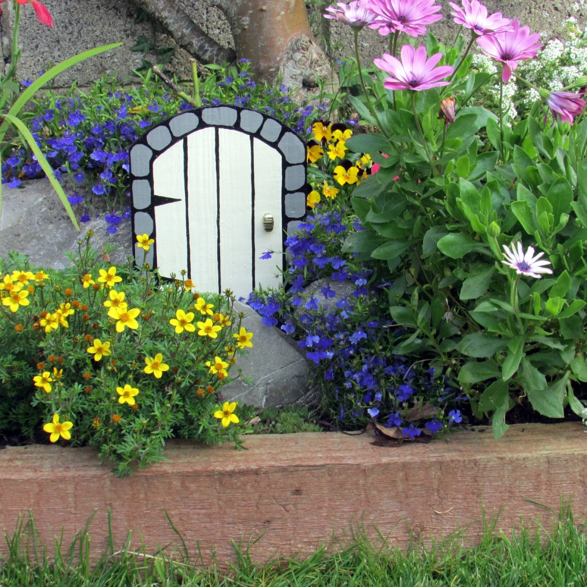 How to Make a Wooden Fairy Door for the Garden