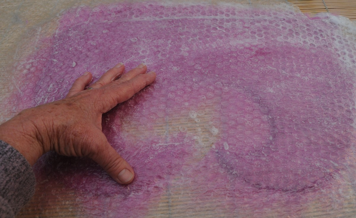 A little soapy water facilitates easy movement of the hands on the surface of the bubble wrap.