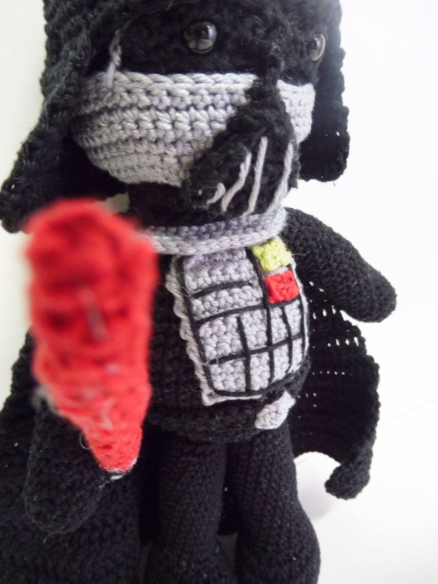 free-crochet-pattern-darth-vader-amigurumi-doll