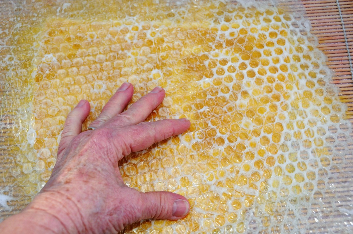 Rub the surface of the bubble wrap using a little hot soapy water to facilitate easy movement.