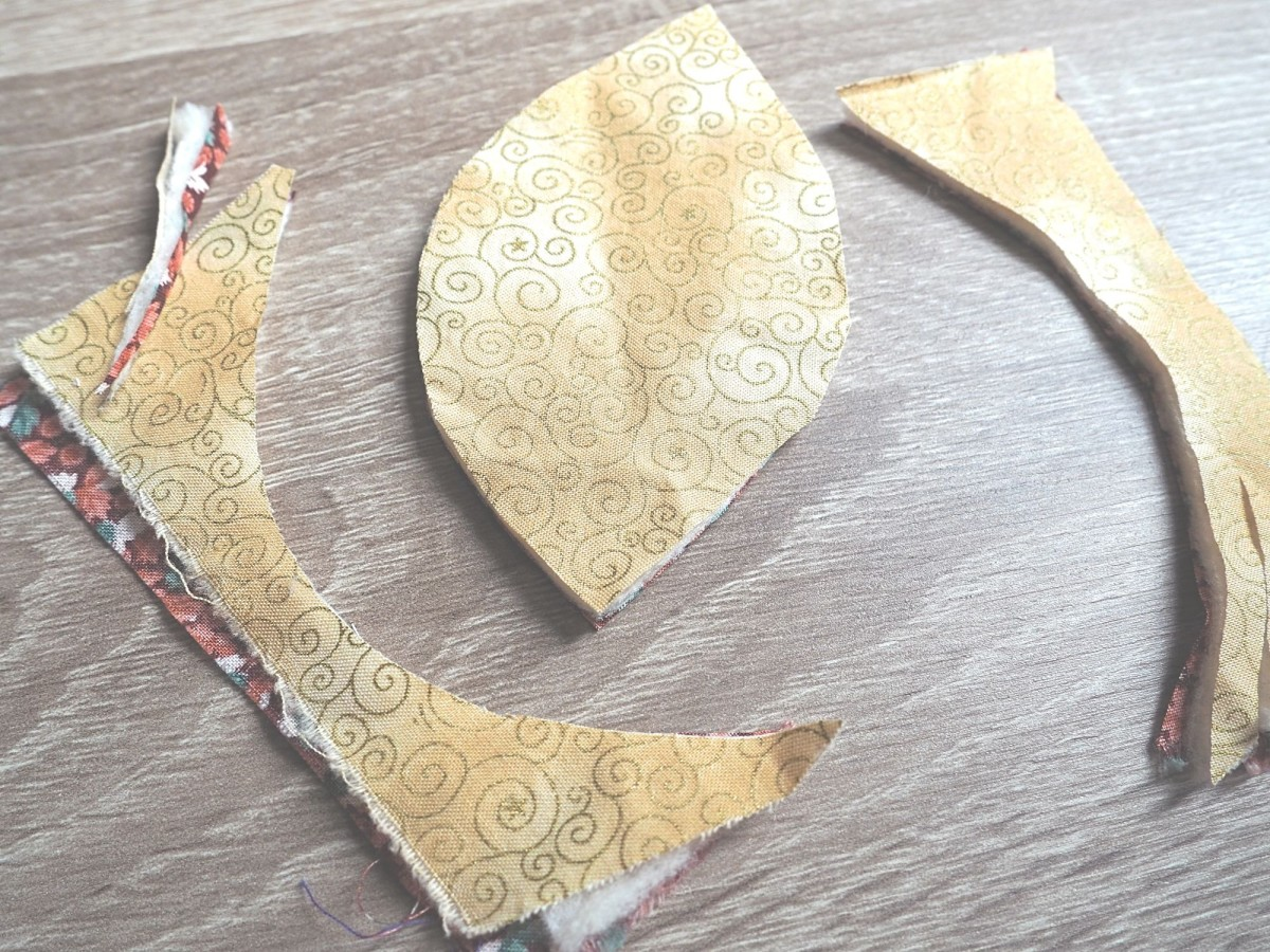 how-to-make-a-fall-leaves-table-runner-out-of-fabric-scraps