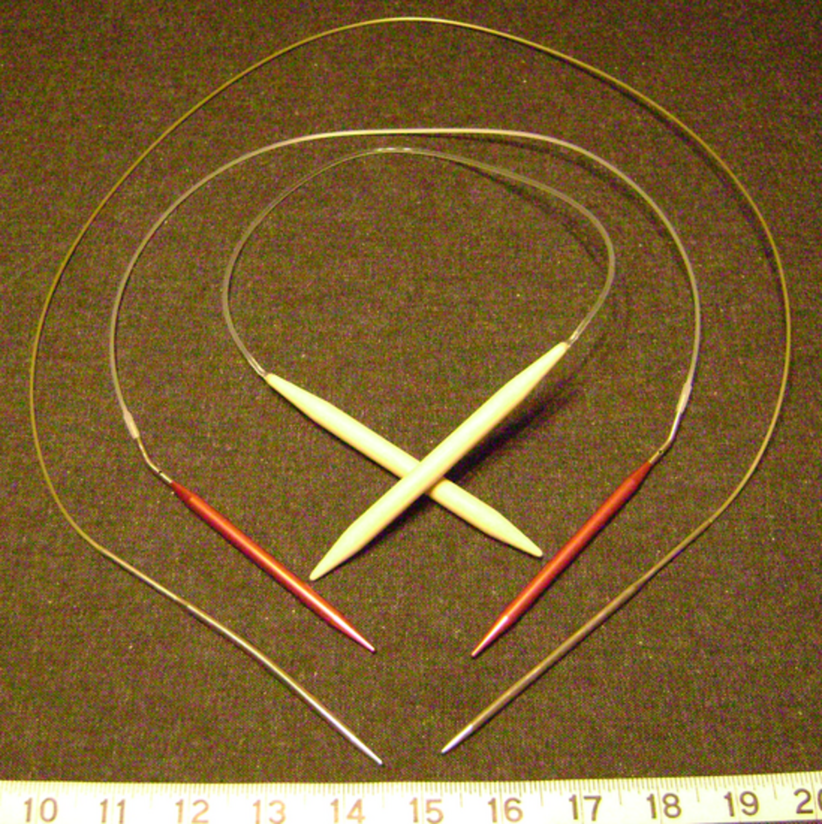 Circular knitting needles in 3 different sizes and 3 different lengths.