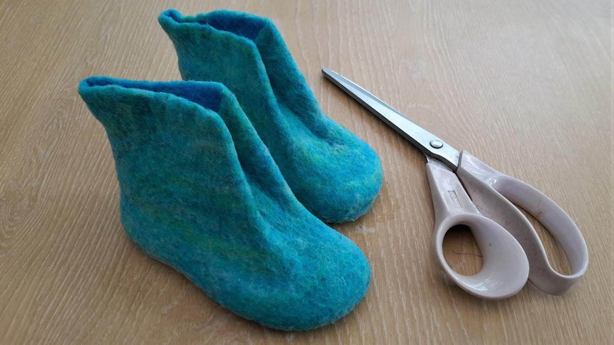 Preparing to cut the slipper tongue.