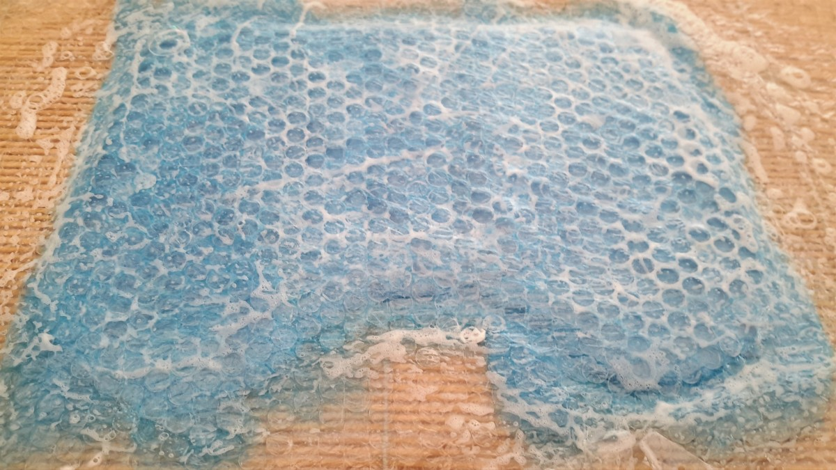 Rub the bubble wrap to flatten the fibers below