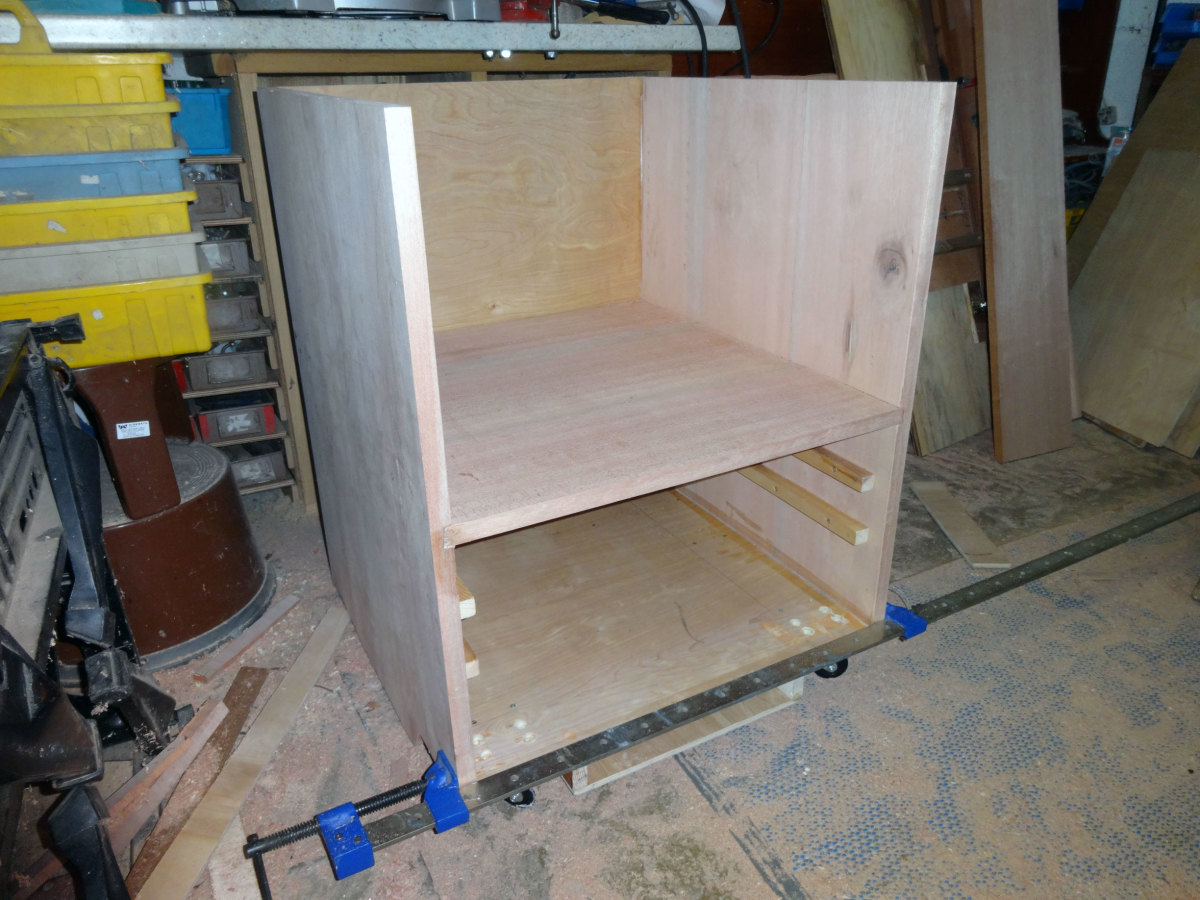 Assembling the carcass of the cabinet