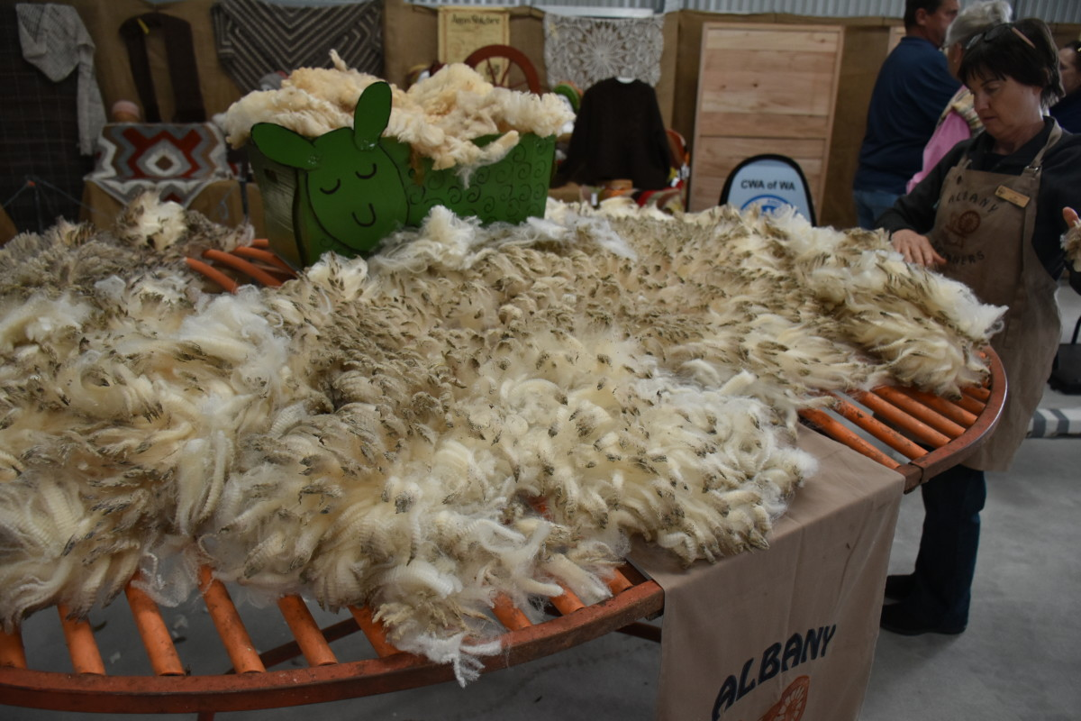 Fleece on the sorting table