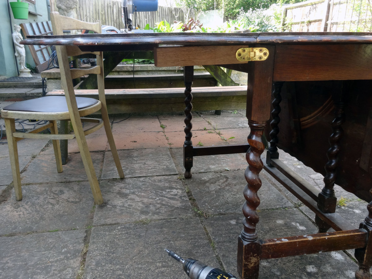 Hinged arm, first experimental attempt of supporting the drop leaf table top.