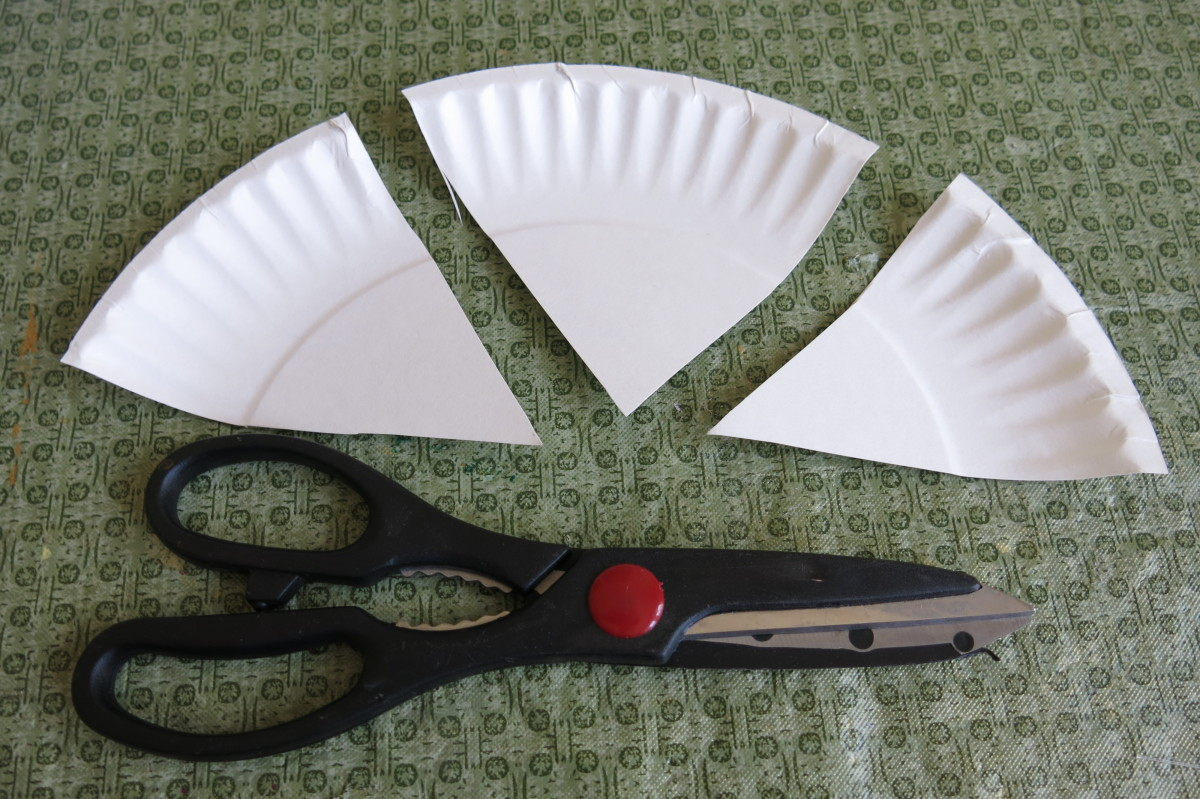 Making the smaller parts for your paper plate Easter bunny
