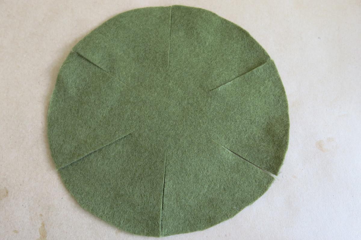 Outer circle cut into six equal petals
