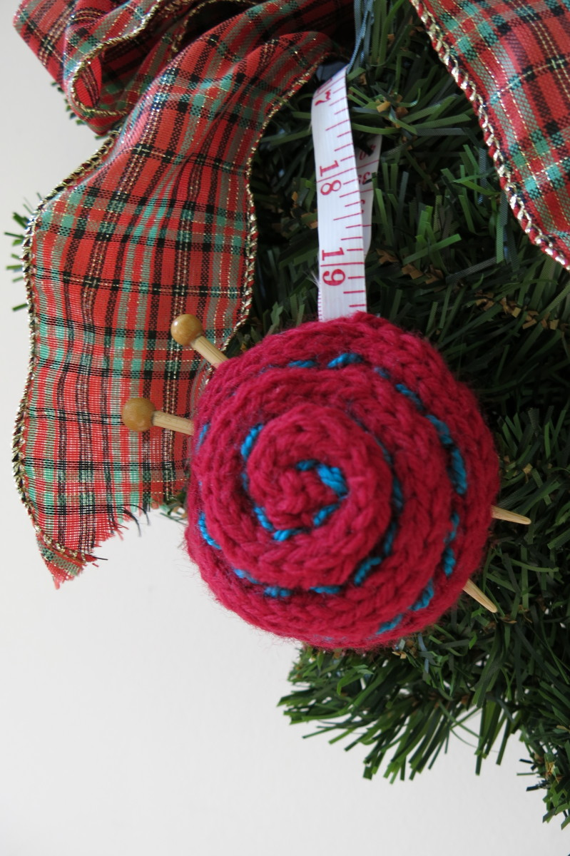 How to make a knitted yarn ball Christmas ornament