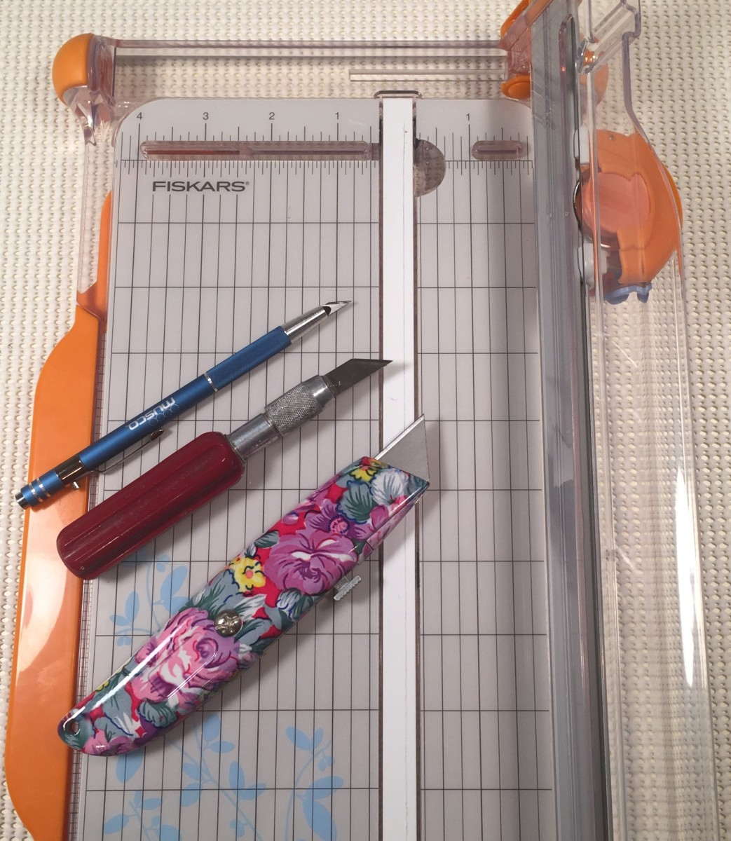 Paper trimmer with craft knives.