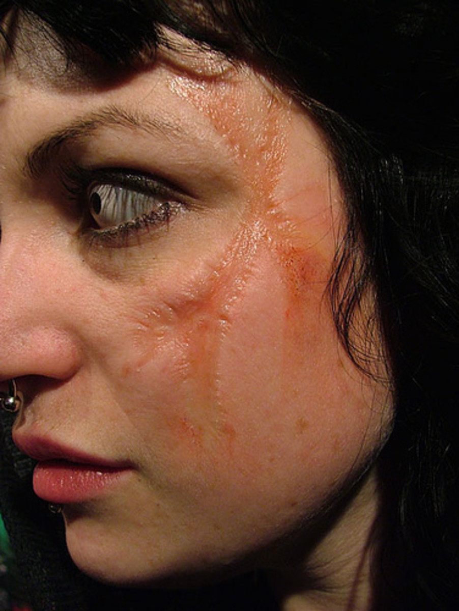 Tips for Applying and Removing Halloween Makeup - Applying Halloween Makeup