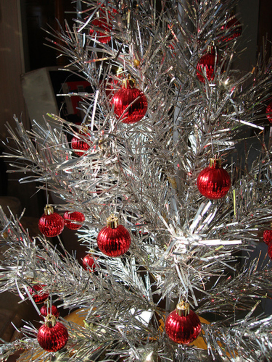my vintage tree is a little about 3 ft tall its perfect to fit on - Vintage Tinsel Christmas Tree