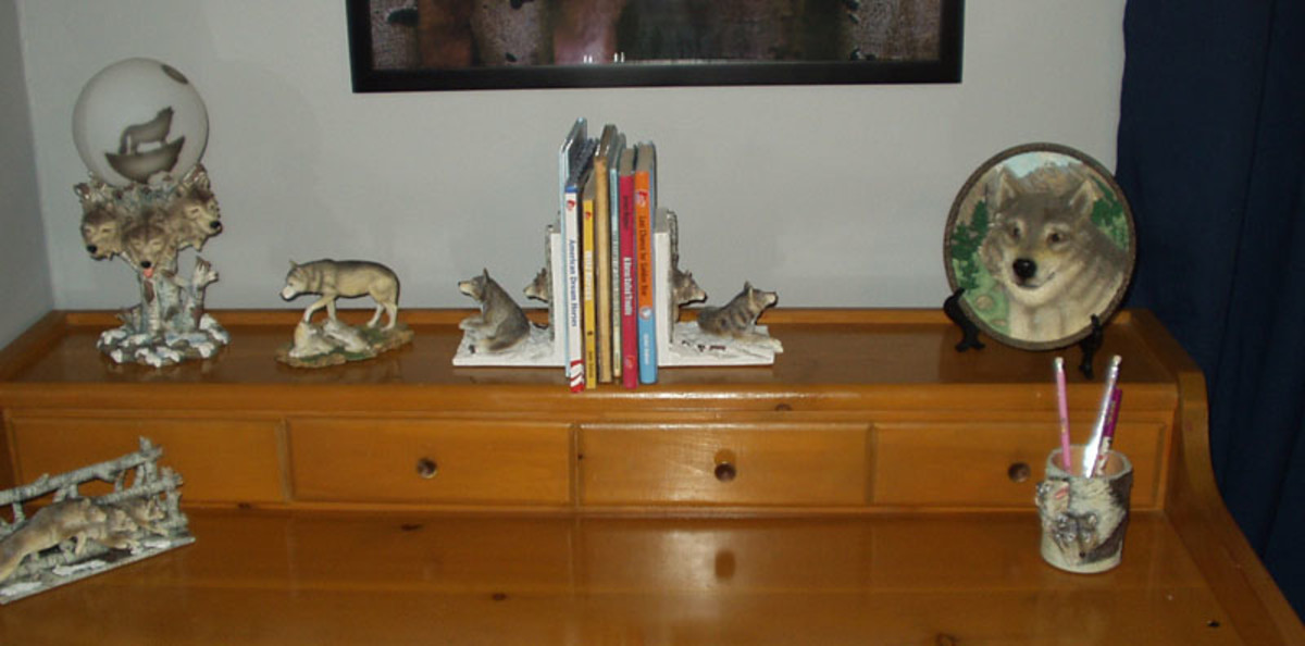 Gift ideas for the wolf lover: figurines, decorative plate, lamp, pencil cup, and book ends.