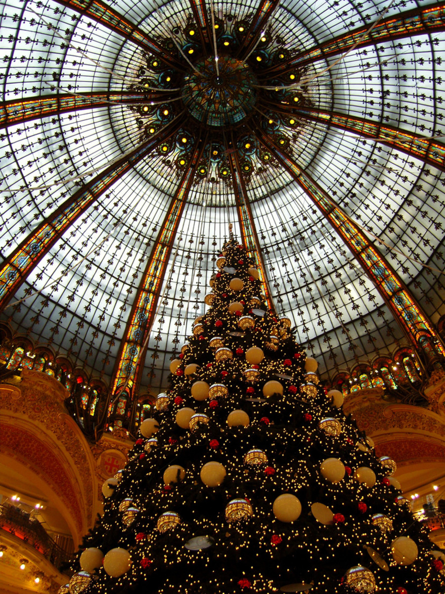 Christmas tree and cupola at Galeries Lafayette in Paris