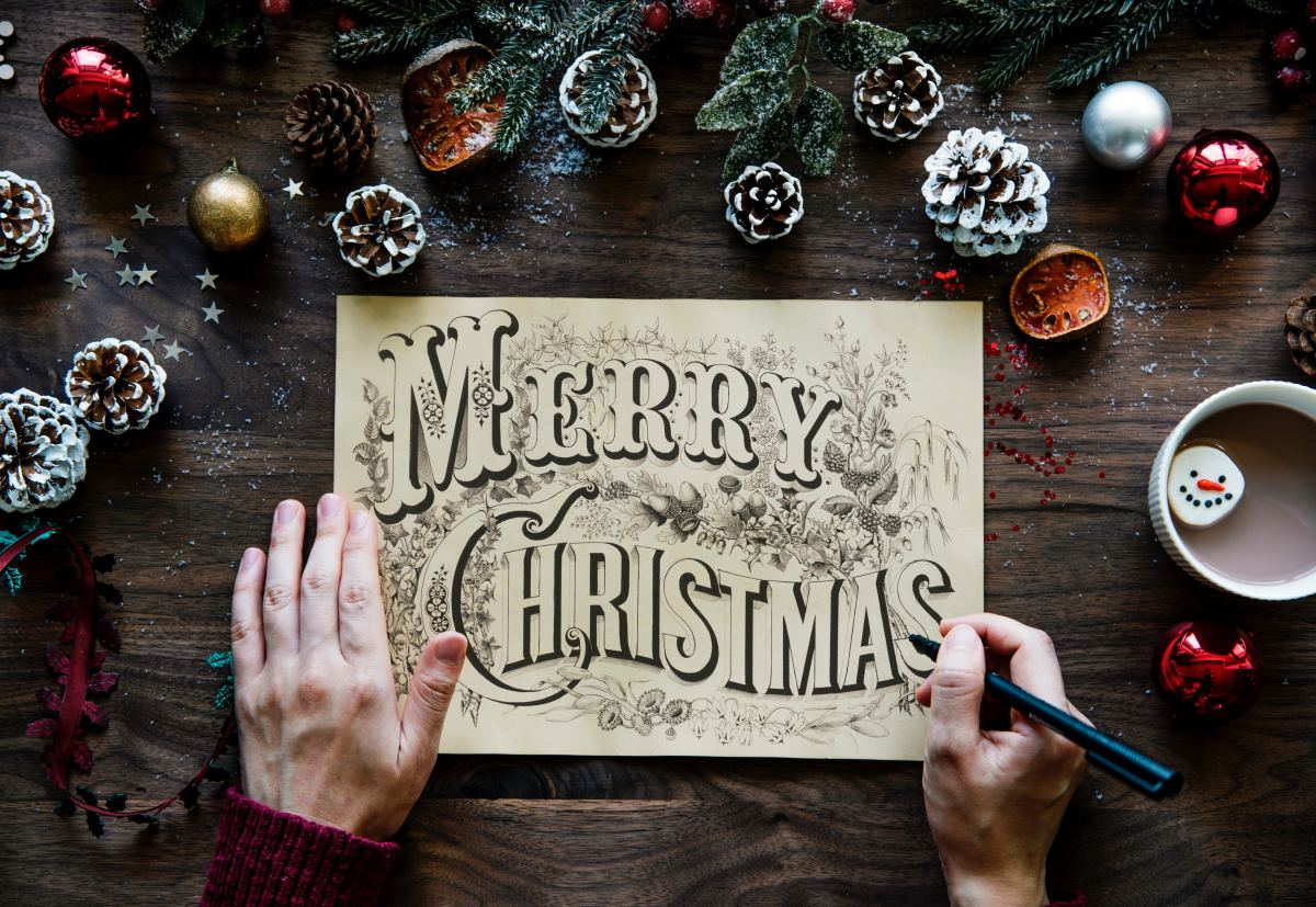 Keep the recipient in mind when composing your Christmas messages. Some people might enjoy a humorous card while others might prefer something more sincere.