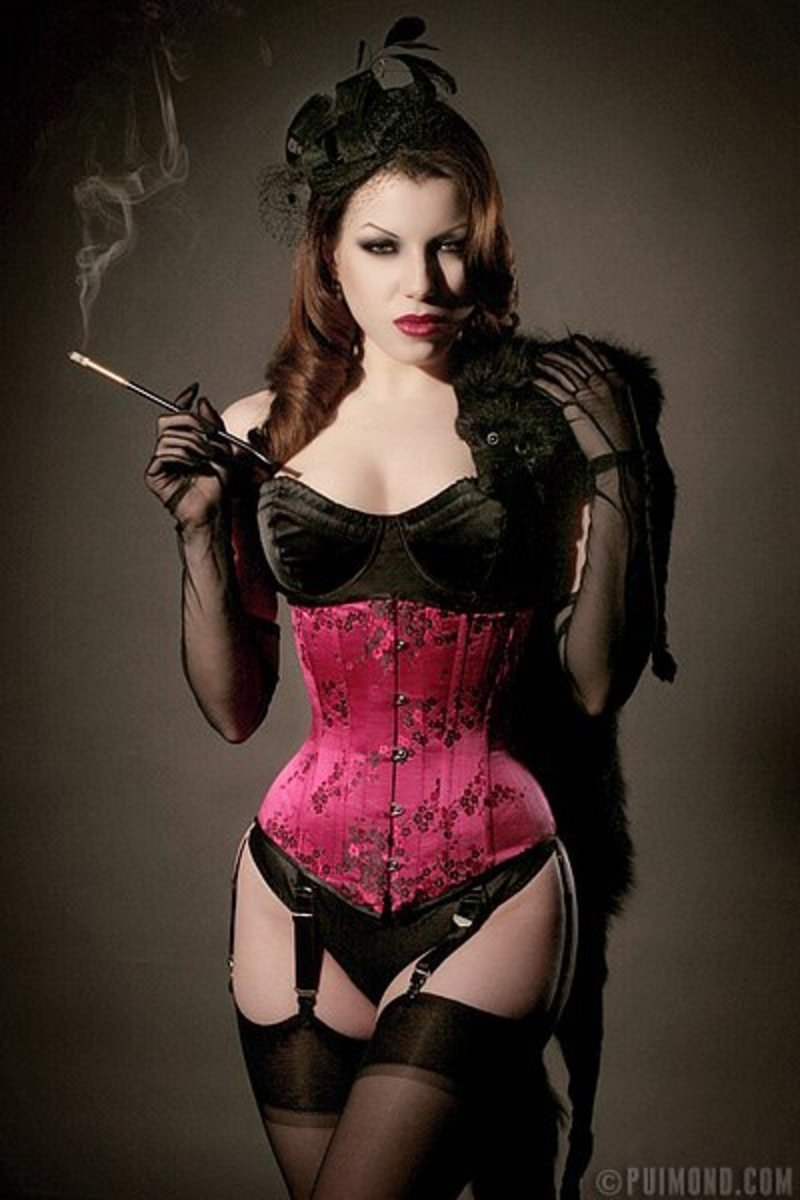 Femme Fatales like Corsets