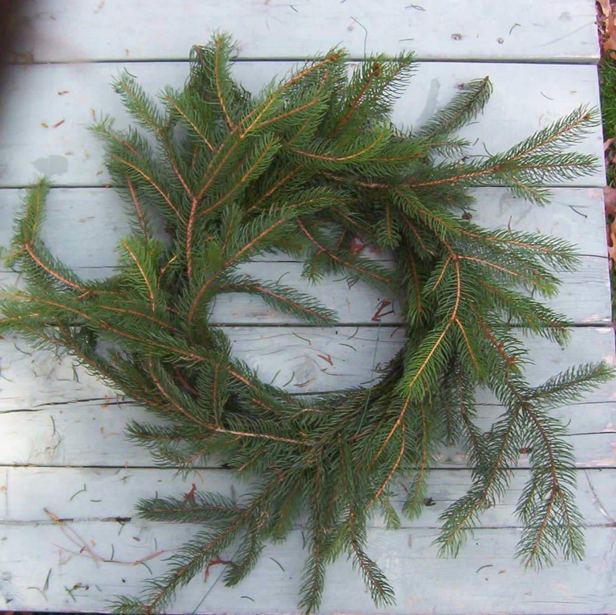 Loose evergreen pieces can be secured with wire.