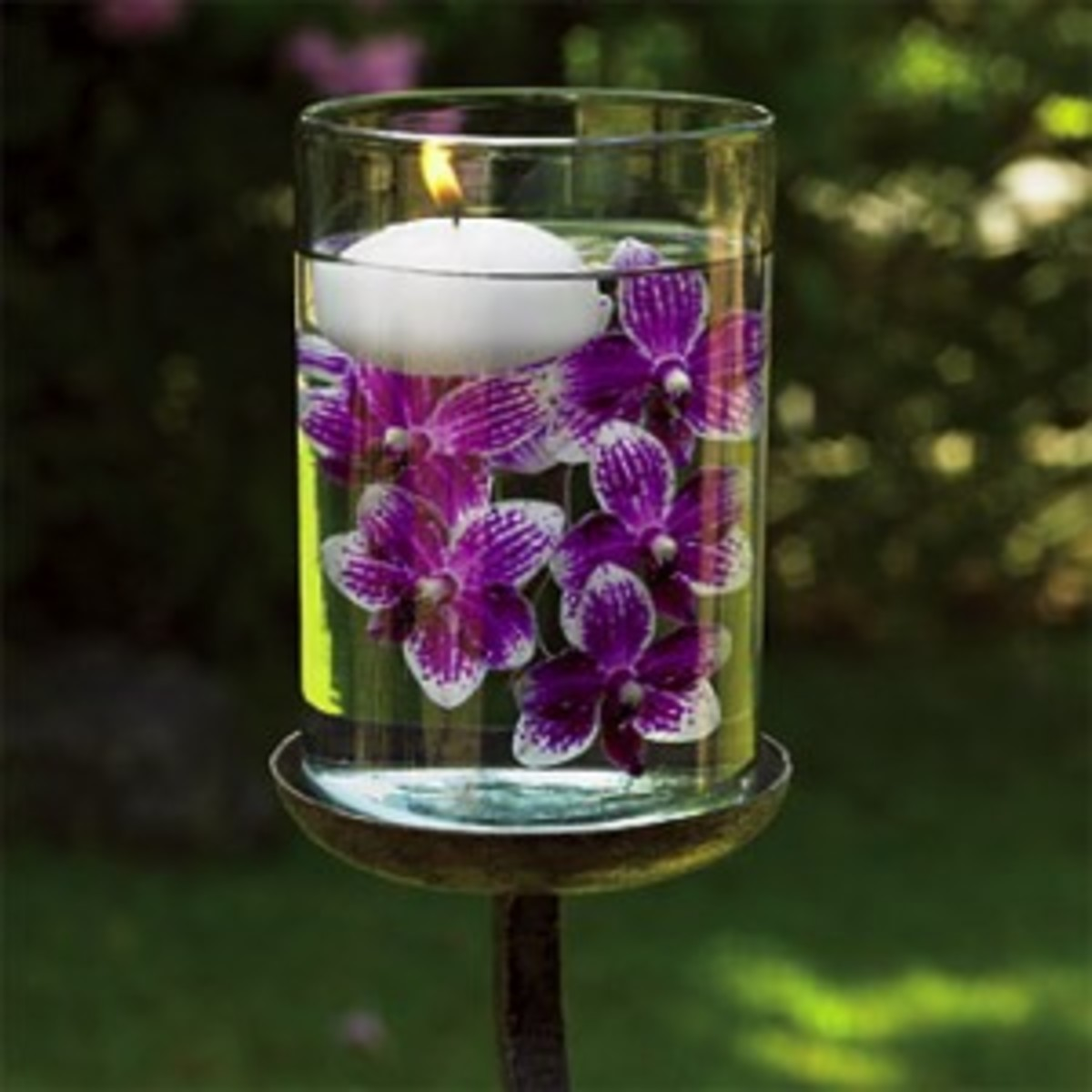 Submerged flower centerpieces only look expensive and difficult to make!