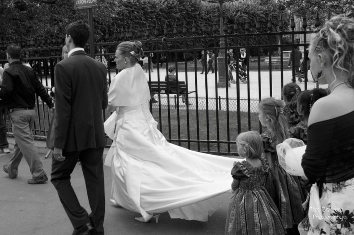 There is something so charming about small children holding the bride's train.