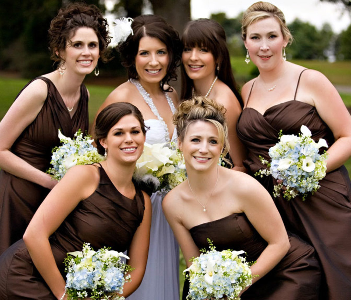 Thank your attendants with bridesmaid jewelry to wear for the wedding.