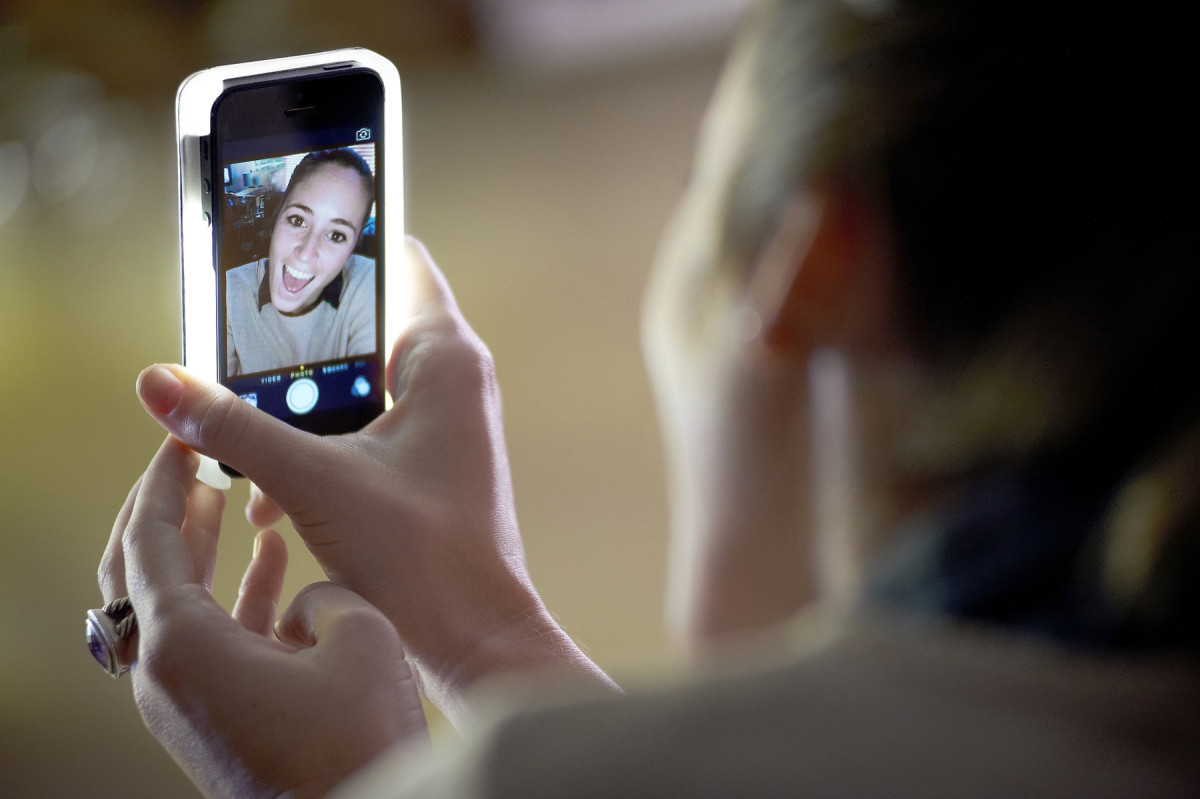 This cool phone case will change the quality of your selfies dramatically!