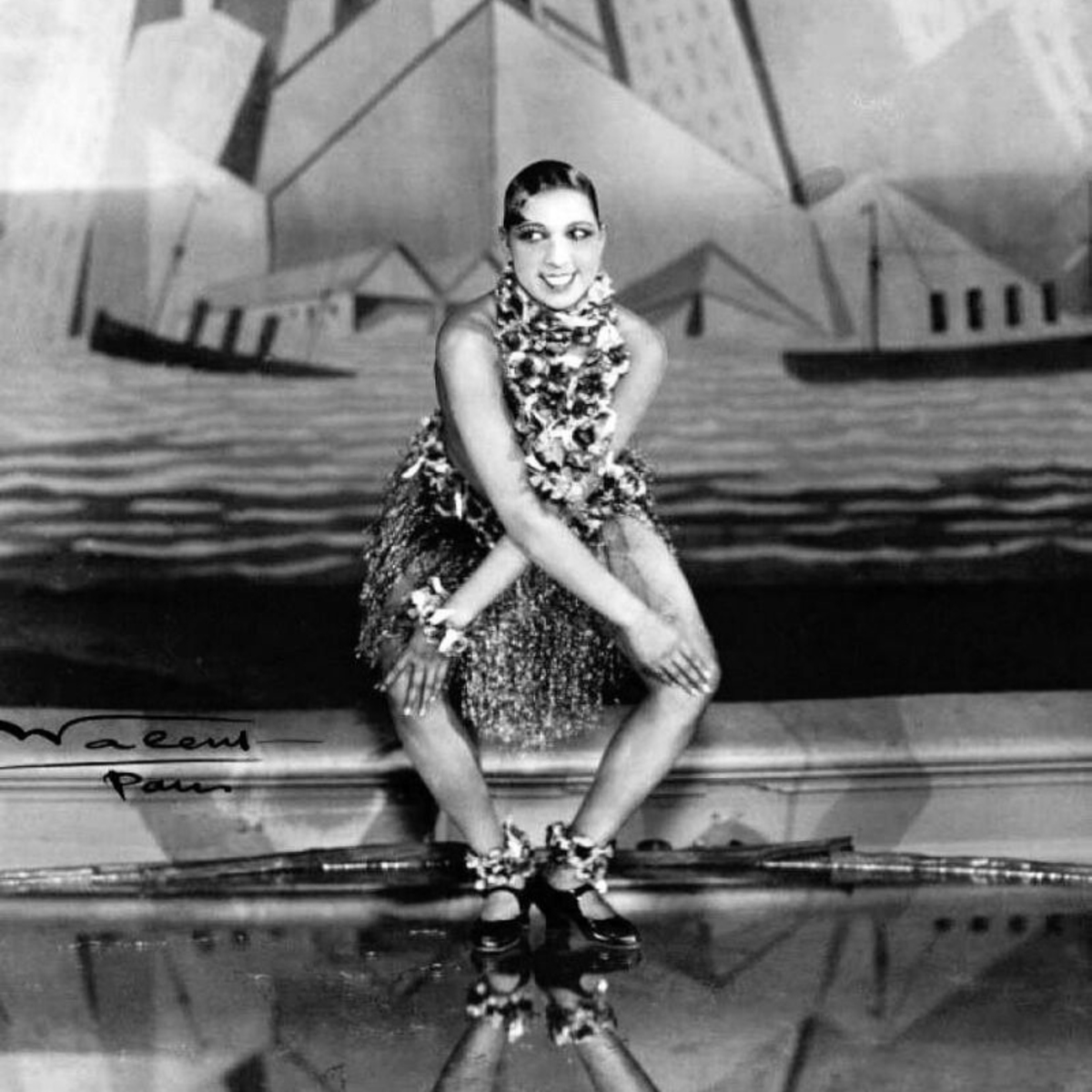 Your guest are going to want to dance like Josephine Baker in their best flapper attire, so be sure to provide plenty of on-theme music and a dance floor.
