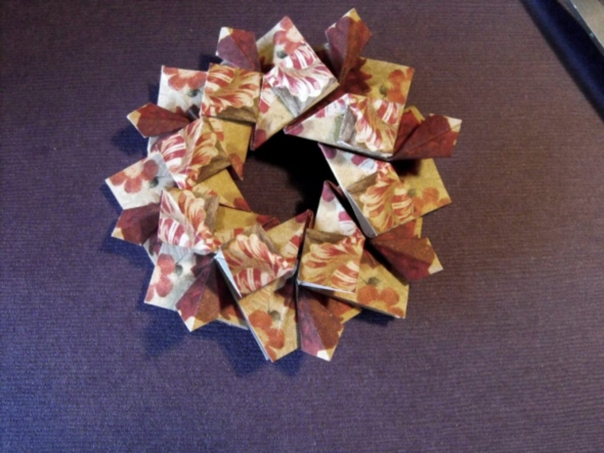 Slip the eighth tile under the very first one. Use a dab of glue. The wreath is complete.