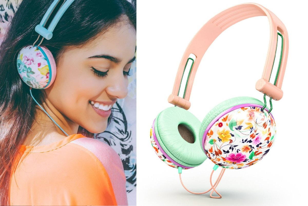 Fashionable headphones with cute flower designes make good gifts for teenage girls.