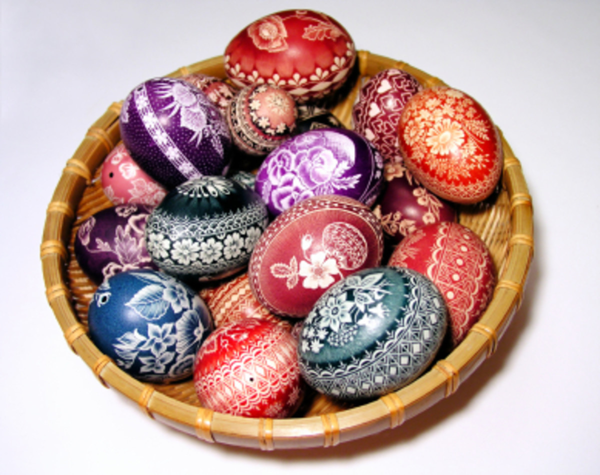 Colorful Polish Easter eggs from polishfoodinfo.com