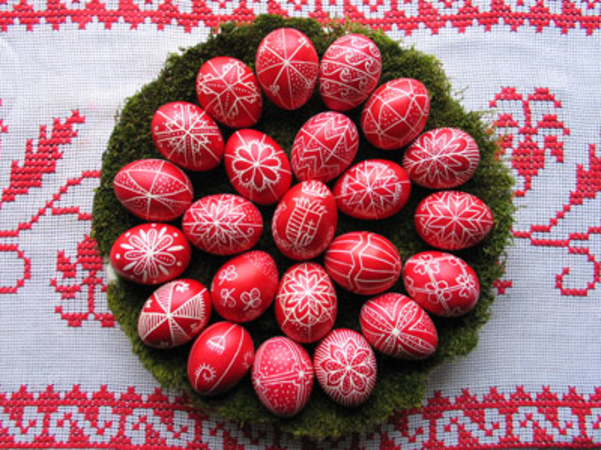 Scarlet Hungarian Easter eggs from hungary-tourist-guide.com