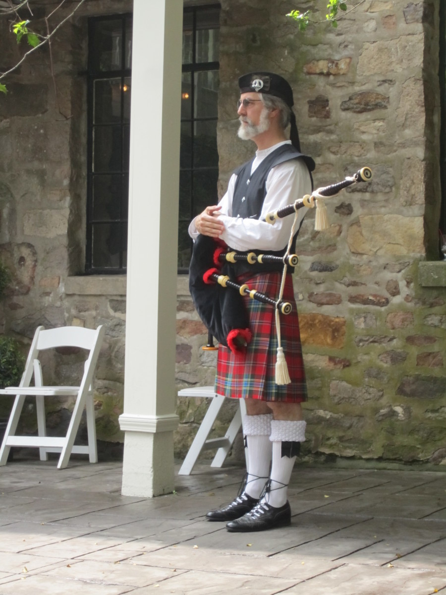 The bagpiper, in full regalia, is an essential for a Scottish wedding.