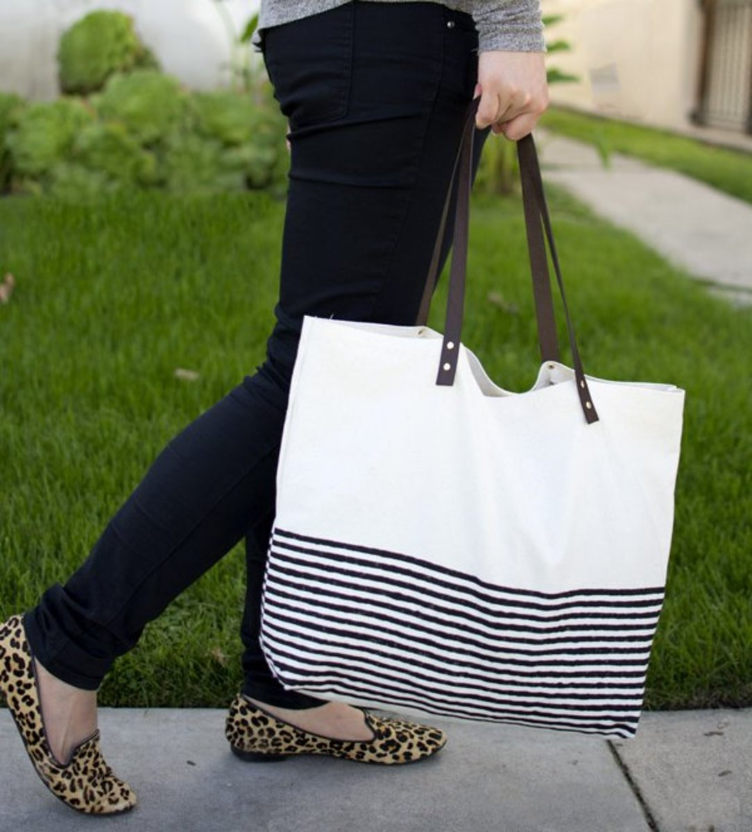 This trendy tote can be made by anyone, because it doesn't require sewing.