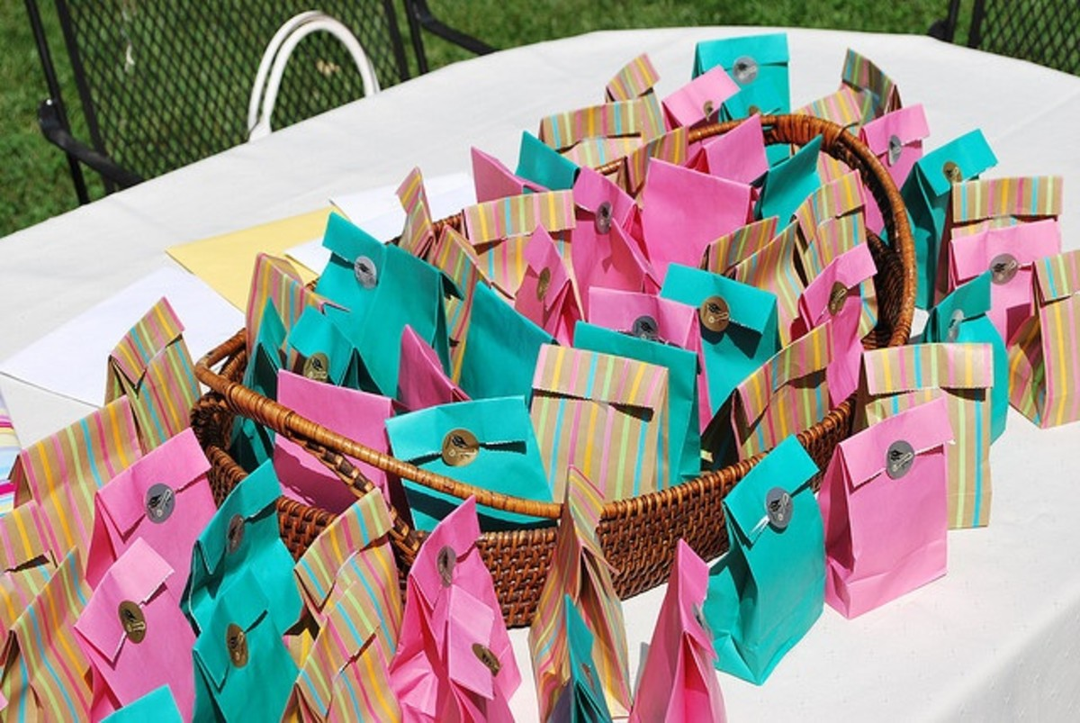 Colored bags are a great and simple way to package party favors, and putting them out in a nice basket keeps them neat and all in one place.