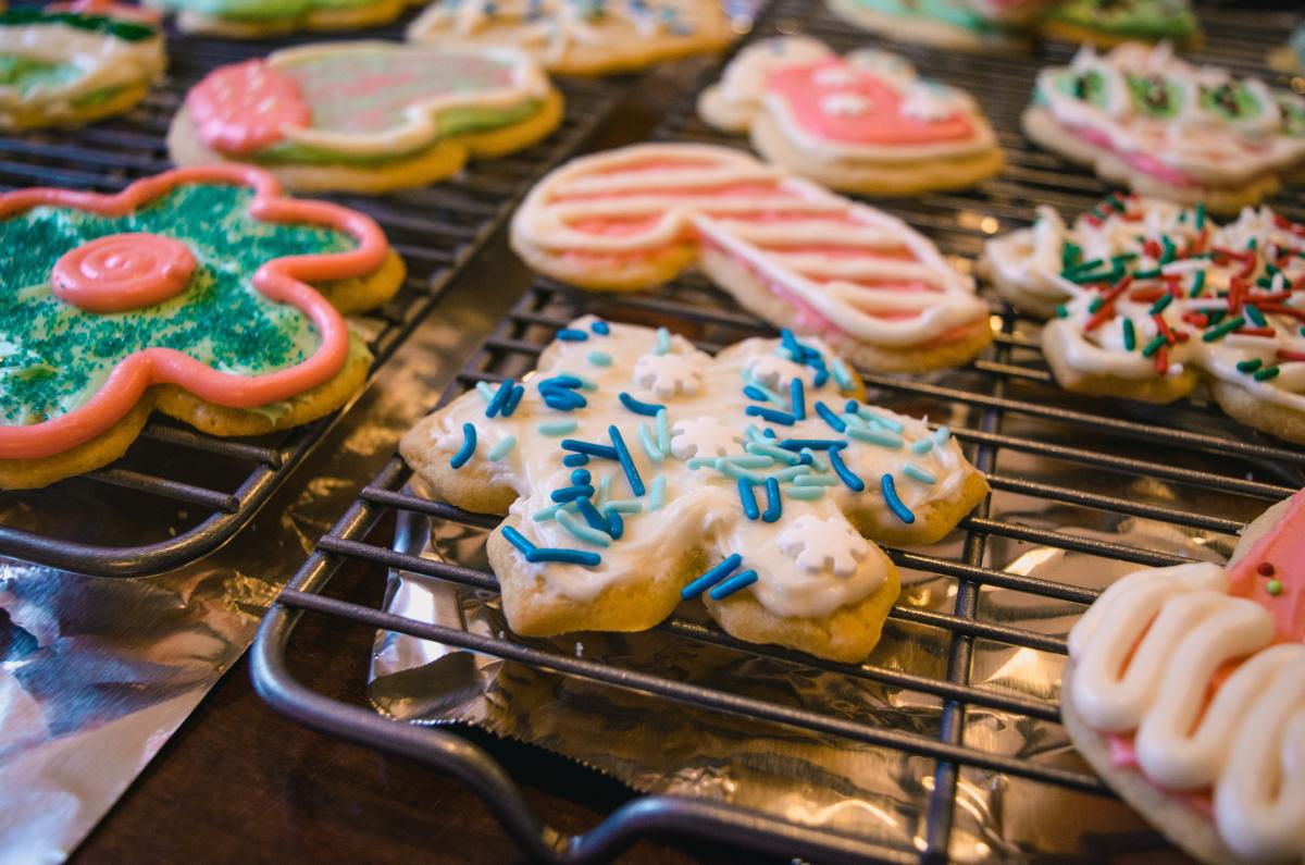 Children can help make Christmas cookies and share their work with everyone.