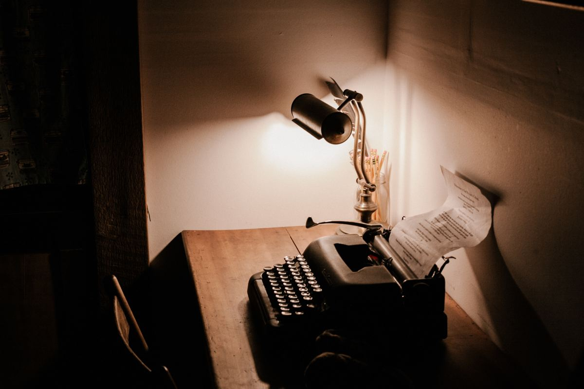 Help your poet friend build their own vintage-themed writing space.