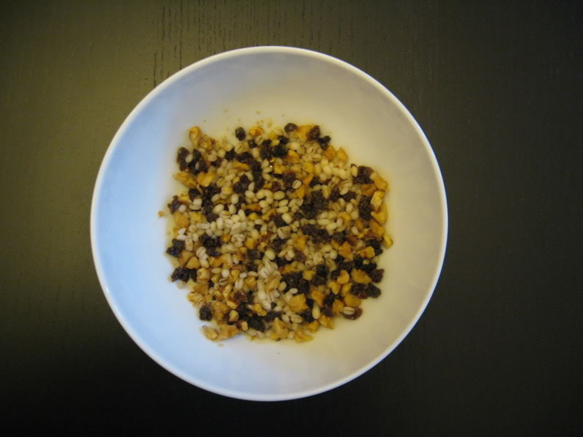 The hadeeg grain is mixed with cinnamon, sugar, raisins, nuts and served as a dessert.