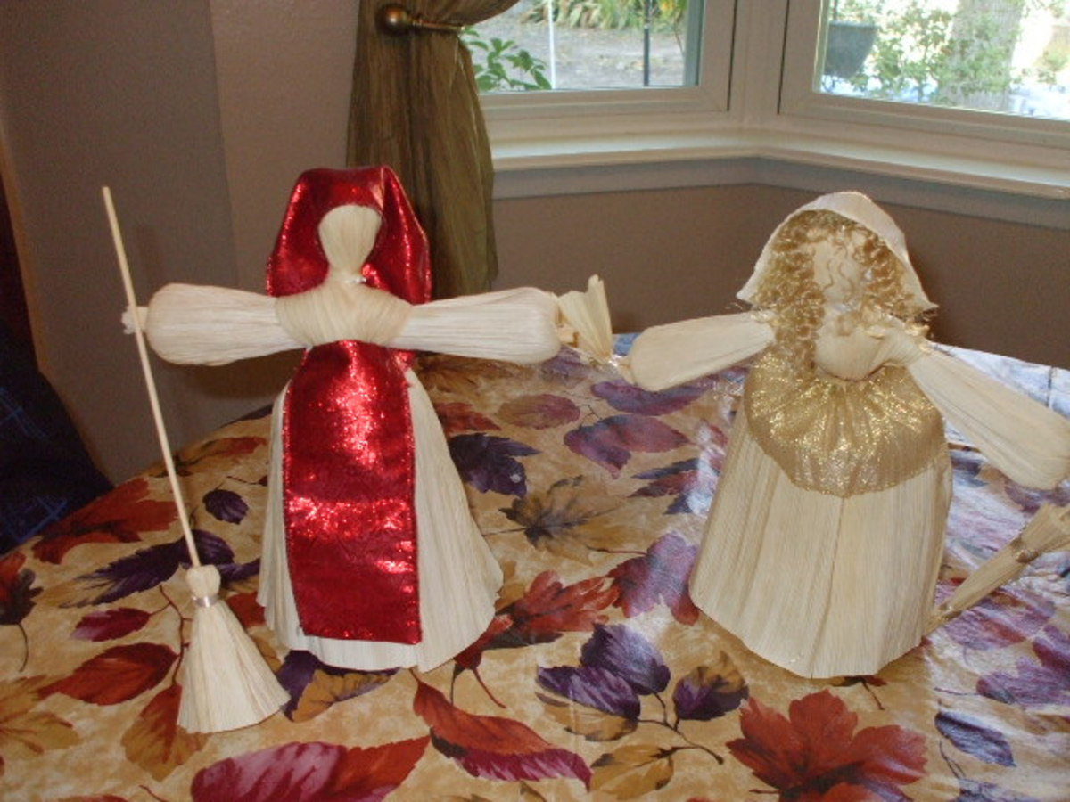 Corn husk dolls are used as decorations.