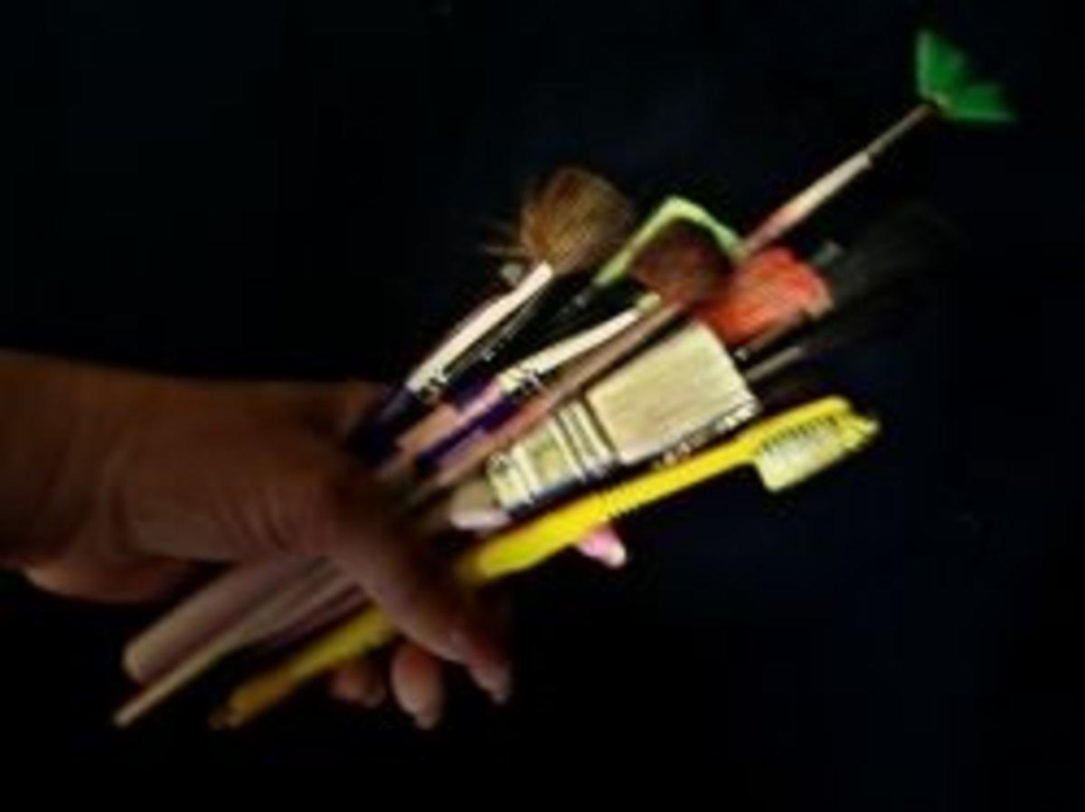 Artist paint brush set for window painters.
