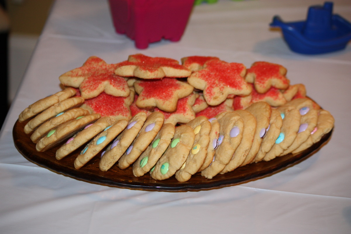 Starfish cookies and beach colored theme M&Ms cookies.